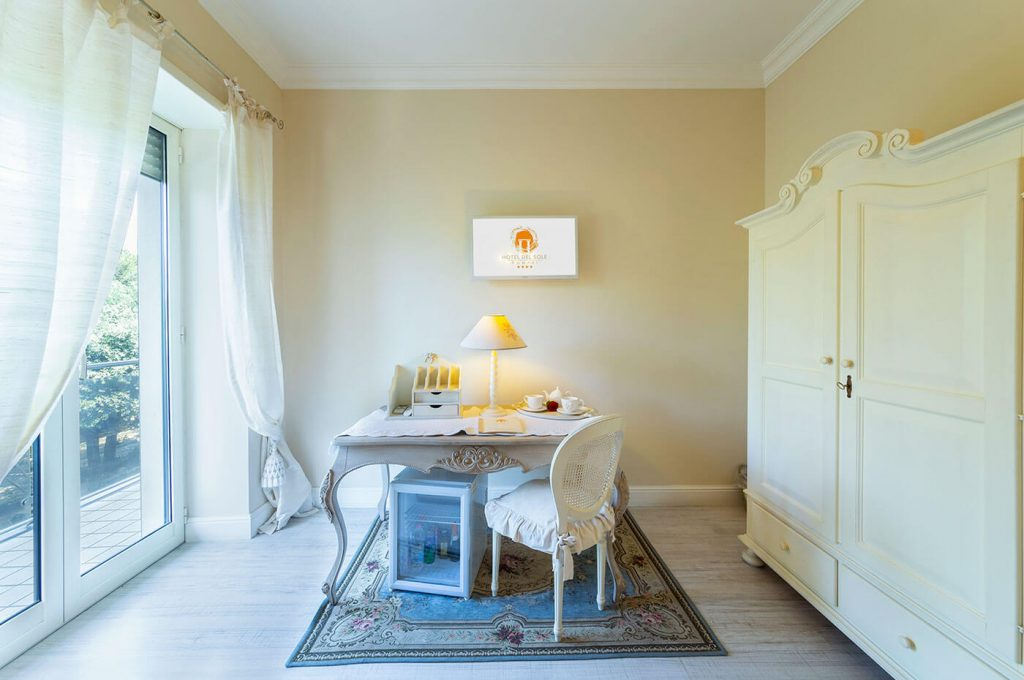 Elegante angolo della suite Junior dell'Hotel a Pompei