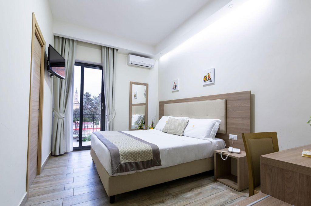 Luminosa camera matrimoniale dell'Hotel a Pompei