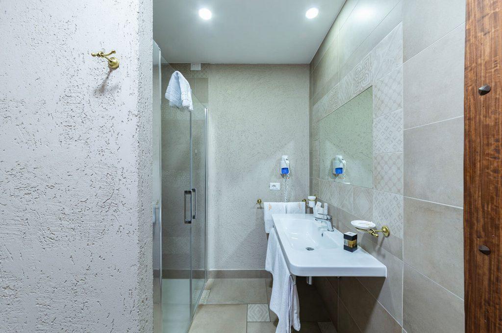 Particolare del bagno suite Amorini Hotel Pompei