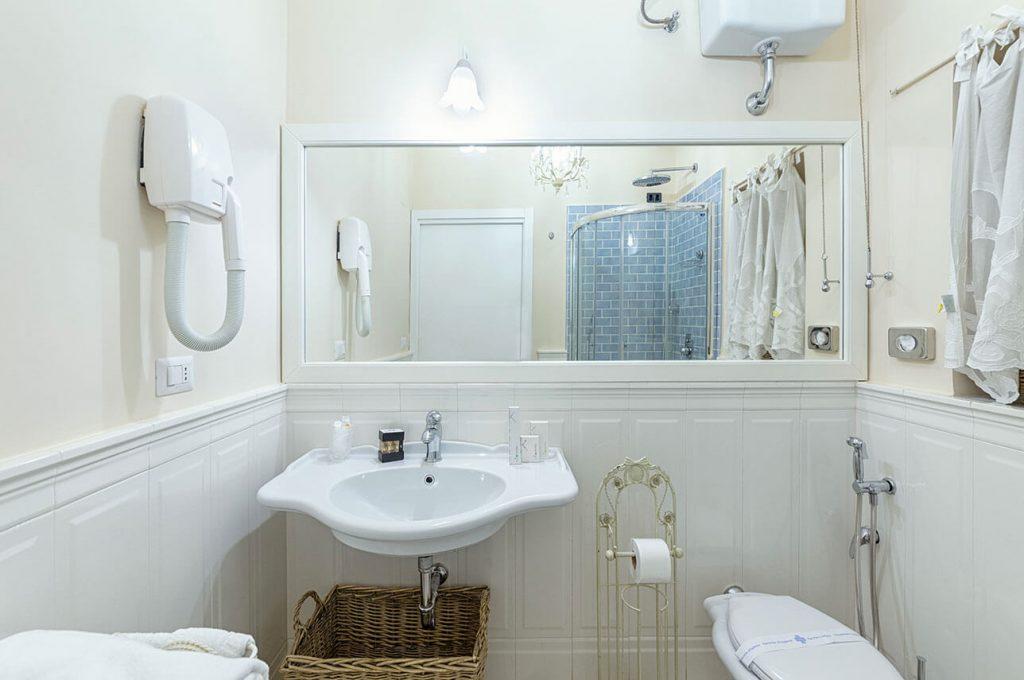 Particolare del bagno della suite Junior a Pompei