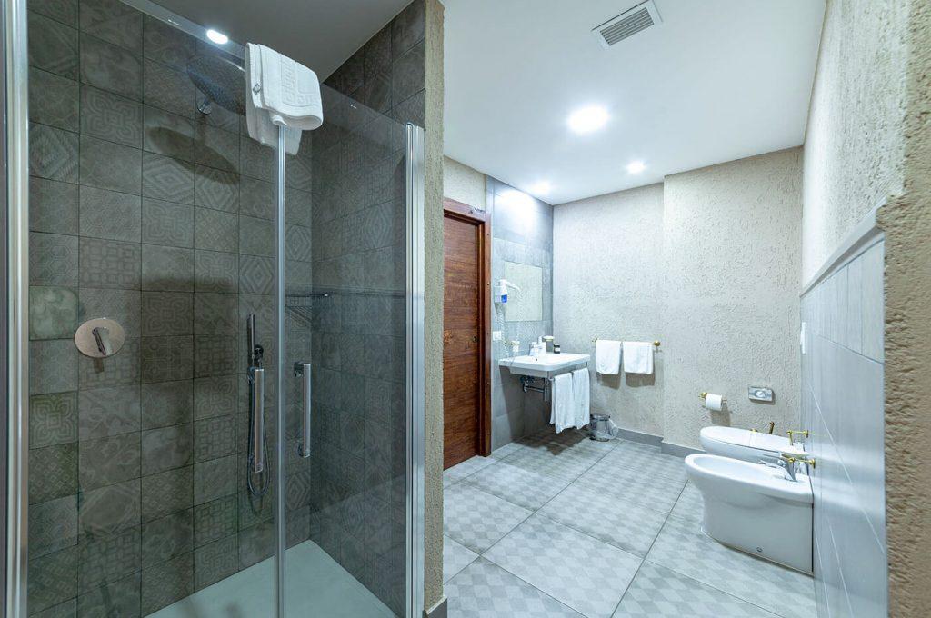 Bagno della suite Venere Hotel Pompei