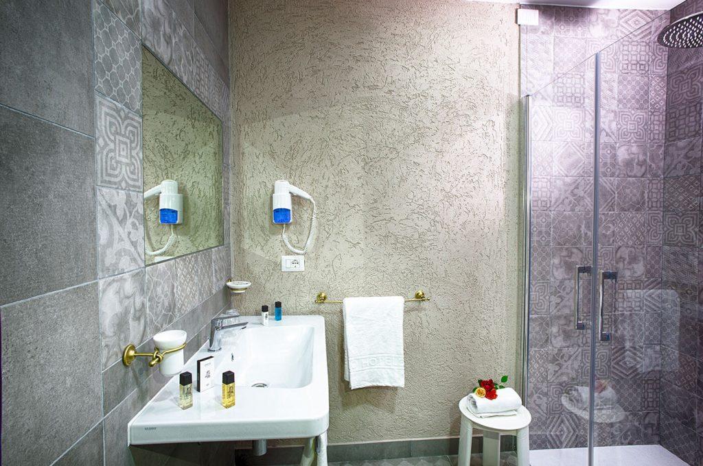 Bagno suite Villa dei Misteri Hotel Pompei