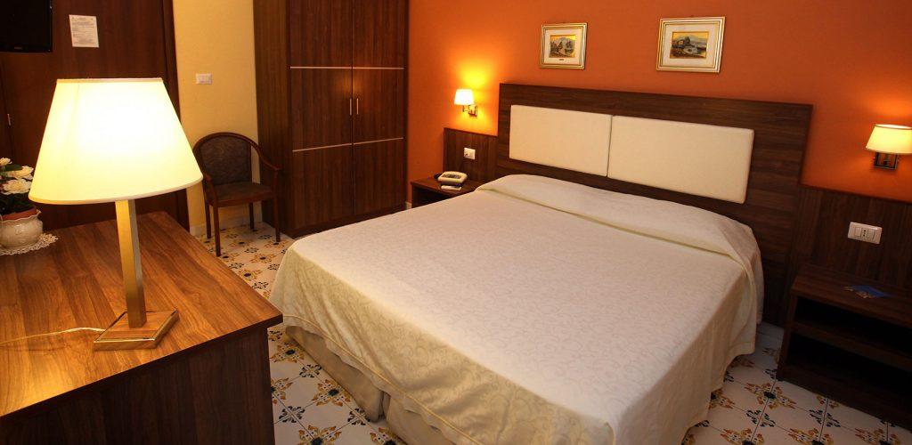Camera matrimoniale economy dell'Hotel a Pompei