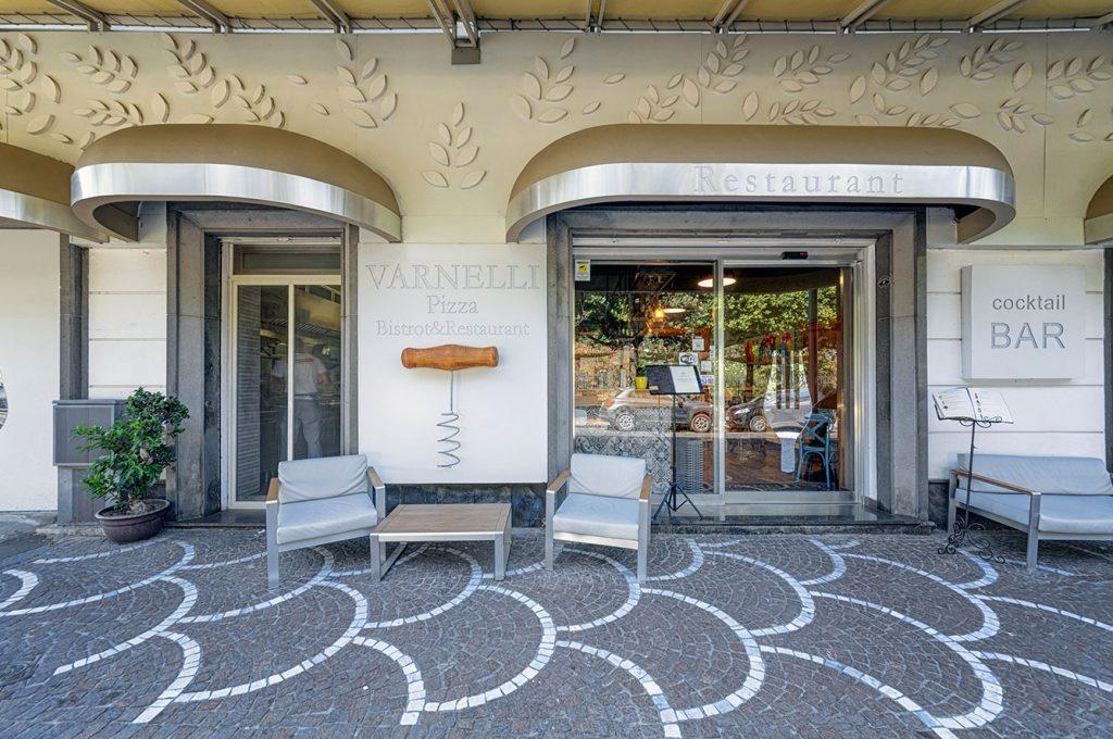 Elegante ingresso del ristorante dell'Hotel del Sole