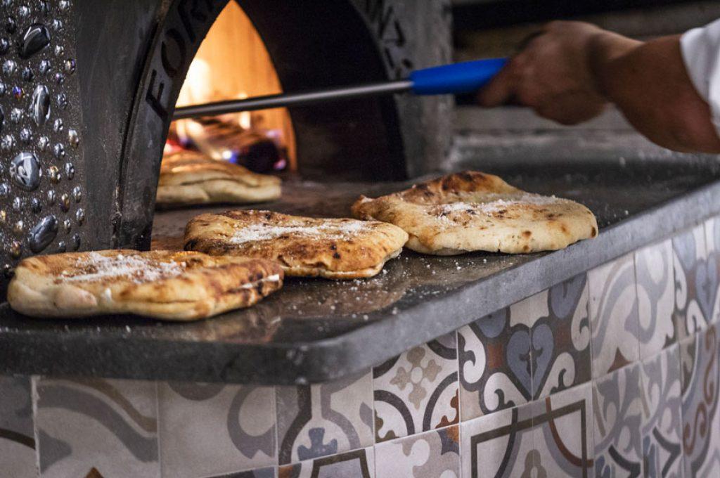 Focaccia appena sfornata dalla Pizzeria dell'Hotel a Pompei