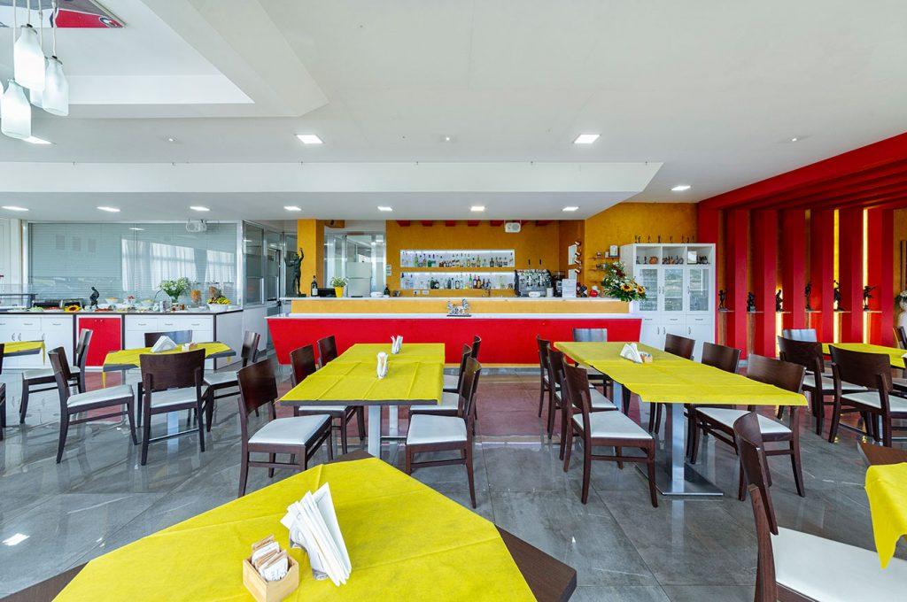 Sala pub dell'Hermes Café all'interno dell'Hotel