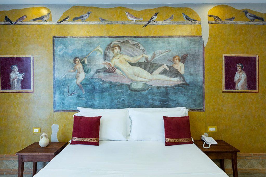 Letto della Suite Venere Hotel Pompei