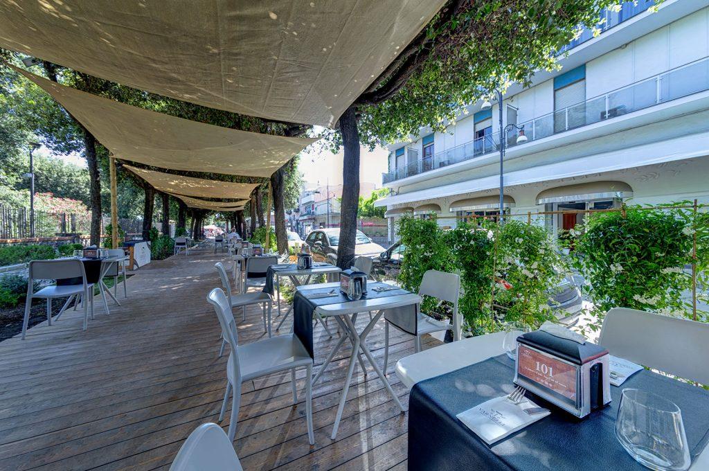Sala esterna del ristorante bar Varnelli a pompei