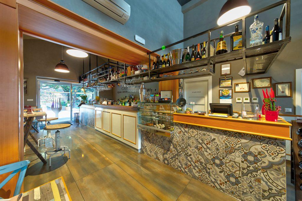 Bancone del bar ristorante Varnelli a Pompei