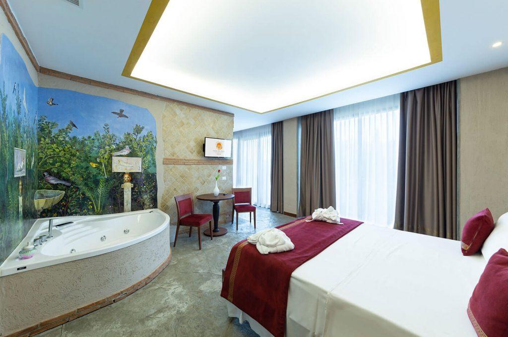camera con idromassaggio della suite Venere Pompei