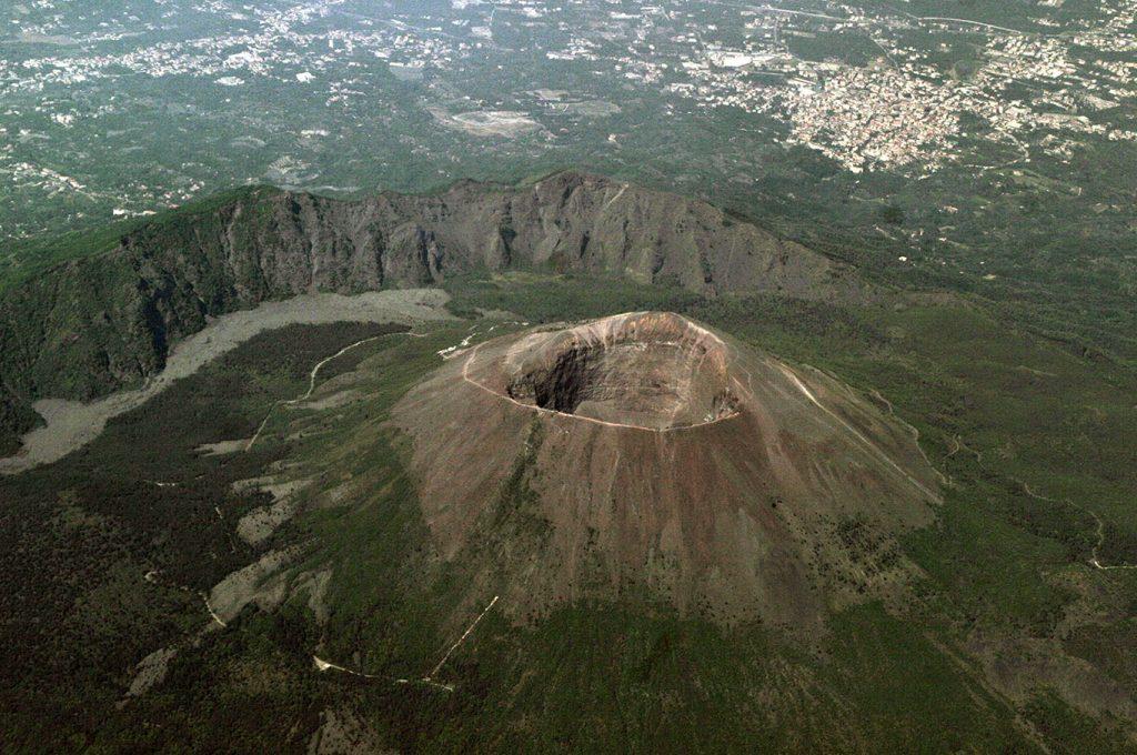 Vesuvio veduta dall'alto con Pompei